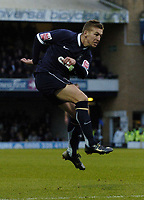 Photo: Olly Greenwood.<br />Southend United v Preston North End. Coca Cola Championship. 11/11/2006. Southend's Freddy Eastwood see's his shot hit the crossbar