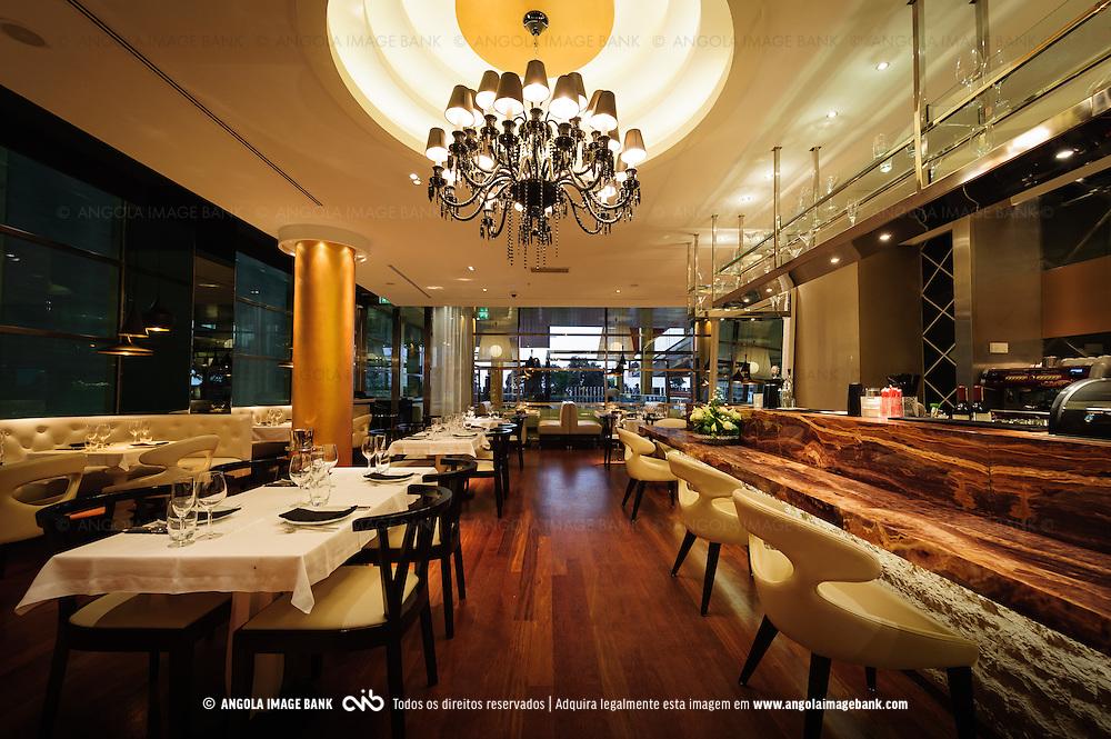 Restaurante Oon-dah em Luanda no edifício da ESCOM