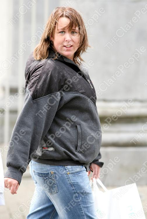 010708 Fiona Porter at Limerick district Court today.Pic Arthur Ellis / Press 22.