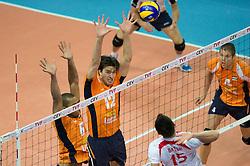 01-07-2012 VOLLEYBAL: EUROPEAN LEAGUE TURKIJE - NEDERLAND: ANKARA<br /> Nederland wint de European League 2012 door Turkije met 3-2 te verslaan / <br /> Tony Krolis (#6 NED), Wytze Kooistra (#12 NED) - Emre Batur (#15 TUR)©2012-FotoHoogendoorn.nl/Conny Kurth