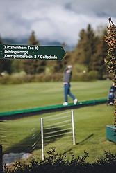 THEMENBILD - Driving Range Wegweiser. Golfplätze dürfen ab heute nach dem Lock Down wieder öffnen, aufgenommen am 01. Mai 2020 in Zell am See, Oesterreich // Driving Range Signpost. Golf courses are allowed to reopen after the lock down in Zell am See, Austria on 2020/05/01. EXPA Pictures © 2020, PhotoCredit: EXPA/ JFK