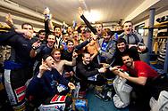 05.03.2011, Wetzikon, Eishockey 1. Liga, Wetzikon - Weinfelden, Die Mannschaft feiert ausgelassen in der Kabine  (Thomas Oswald/hockeypics)