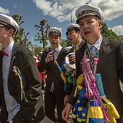 Trollhättan 20160610 <br /> Studenter marscherar till fallen på studentdagen<br /> <br /> <br /> FOTO JOACHIM NYWALL KOD0708840825<br /> COPYRIGHT JOACHIMNYWALL:SE<br /> <br /> ****BETALBILD****<br />  <br /> Redovisas till: Joachim Nywall<br /> Strandgatan 30<br /> 461 31 Trollhättan<br />  Prislista: BLF, om ej annat avtalats