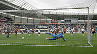 Fotball<br /> Treningskamp England<br /> <br /> Foto: Andrew Unwin, Digitalsport<br /> NORWAY ONLY<br /> <br /> Hull City v Tottenham Hotspurs<br /> Pre-Season Football Friendly<br /> 24/07/2004<br /> <br /> Hull's Stuart Green sends Tottenham's Paul Robinson the wrong way as he equalises from the penalty spot for his team