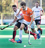 BLOEMENDAAL - HOCKEY -  De Duitser Florian Fuchs (Bl'daal) met links Benjamin Stanzl (Oranje-Rood)  tijdens de competitie hoofdklasse hockeywedstrijd Bloemendaal -ORANJE-ROOD (4-1)  COPYRIGHT KOEN SUYK