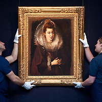 London December 3rd Sotheby's employees in front of a Sir Peter Paul Rubens painting  'Portrait of a young woman'  that will go on sale  on December 9th  Evening Sale of Old Master and British Painting...***Agreed Fee's Apply To All Image Use***.Marco Secchi /Xianpix. tel +44 (0) 771 7298571. e-mail ms@msecchi.com .www.marcosecchi.com