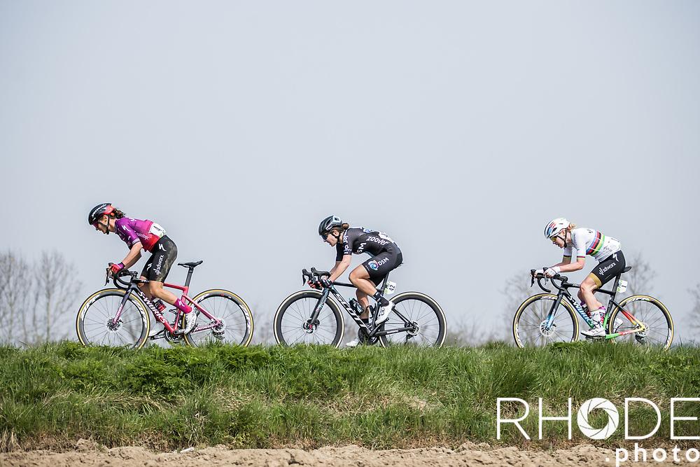 Ashleigh Moolman (RSA/SDWorx), Juliette Labous (FRA/DSM), Anna van der Breggen (NED/SD Worx)<br /> <br /> 24th la Flèche Wallonne Féminin 2021 (1.UWT)<br /> 1 Day Race: Huy – Huy 130,5km<br /> <br /> ©RhodePhoto