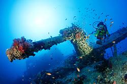 Schiffswrack SS Thistlegorm, Taucher am Schiffs Wrack, Shipwreck SS Thistlegorm, Schuba diver on Ship wreck, Rotes Meer, Ägypten, Red Sea Egypt