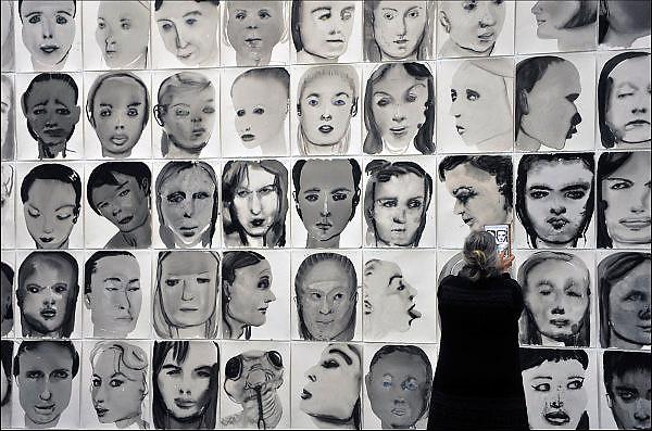 Nederland, the Netherlands, Eindhoven, 10-10-2015Van Abbemuseum voor moderne kunst. Werk van Marlene Dumas wordt door een bezoeker gefotografeerd.FOTO: FLIP FRANSSEN/ HH