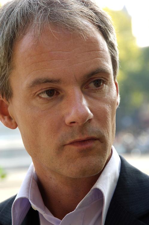 Nederland,  20 sept  2005,. .Harry van Bommel, tweede kamerlid voor SP, socialistische partij.portret buiten.  .Foto (c) Michiel Wijnbergh