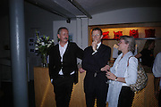 Cerith Wynn-Evans and Sir Nicholas Serota. 40th anniversary party. Modern Art Oxford. 14 July 2005. ONE TIME USE ONLY - DO NOT ARCHIVE  © Copyright Photograph by Dafydd Jones 66 Stockwell Park Rd. London SW9 0DA Tel 020 7733 0108 www.dafjones.com