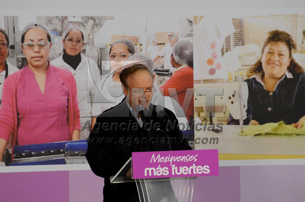 Lerma, México.- Erick Sevilla Montes de Oca, presidente municipal de Lerma durante la entrega de apoyos a mujeres de la zona Lerma, como parte del programa 10 Acciones por la Mujer Mexiquense. Agencia MVT / José Hernández