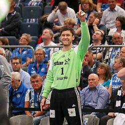 Kiels Landin Jocobsen (Nr.01) jubelt  Kiels Wolff (Nr.77) zu im Spiel der Handballliga, Bergischer HC - THW Kiel.<br /> <br /> Foto © PIX-Sportfotos *** Foto ist honorarpflichtig! *** Auf Anfrage in hoeherer Qualitaet/Aufloesung. Belegexemplar erbeten. Veroeffentlichung ausschliesslich fuer journalistisch-publizistische Zwecke. For editorial use only.