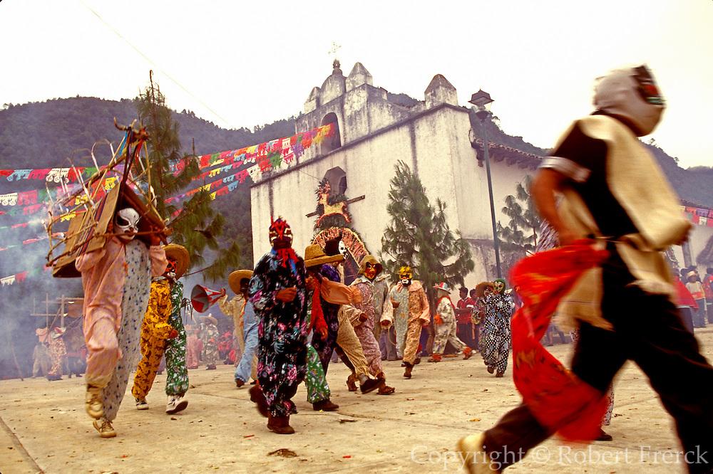 MEXICO, MAYAN, CHIAPAS Zinacantán; San Sebastián Festival