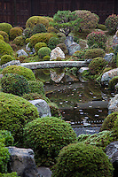 Tofukuji Fumo-in is a Japanese garden at Kaisan-do, a sub-temple at Tofuku-ji.On the east side of the path that cuts through the dry zen garden, a lush pond garden has a stone bridge, shrubs and a hill.