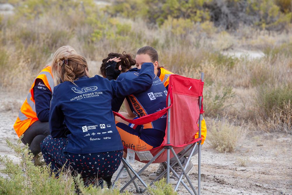 De Velox tijdens de vierde racedag in Battle Mountain. Het Human Power Team Delft en Amsterdam, dat bestaat uit studenten van de TU Delft en de VU Amsterdam, is in Amerika om tijdens de World Human Powered Speed Challenge in Nevada een poging te doen het wereldrecord snelfietsen voor vrouwen te verbreken met de VeloX 8, een gestroomlijnde ligfiets. Het record is met 121,81 km/h sinds 2010 in handen van de Francaise Barbara Buatois. De Canadees Todd Reichert is de snelste man met 144,17 km/h sinds 2016.<br /> <br /> With the VeloX 8, a special recumbent bike, the Human Power Team Delft and Amsterdam, consisting of students of the TU Delft and the VU Amsterdam, wants to set a new woman's world record cycling in September at the World Human Powered Speed Challenge in Nevada. The current speed record is 121,81 km/h, set in 2010 by Barbara Buatois. The fastest man is Todd Reichert with 144,17 km/h.