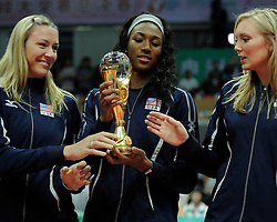29-08-2010 VOLLEYBAL: WGP FINAL AWARDING CEREMONY: BEILUN NINGBO<br /> The World Grand Prix Award 2010 for  Heather Bown and Foluke Akinradewo<br /> ©2010-WWW.FOTOHOOGENDOORN.NL