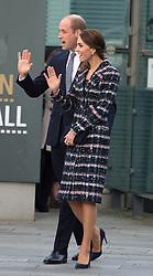 Prinz William und Herzogin Kate verlassen das National Football Museum in Manchester / 141016 *** Duke and Duchess of Cambridge leave at The National Football Museum in Manchester 14th October 2016 ***