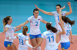 28-09-2015 NED: Volleyball European Championship Polen - Slovenie, Apeldoorn<br /> Polen wint met 3-0 van Slovenie / Monika Potokar #16, Sara Hutinski #2, Marina Cvetanovic #15