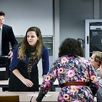 Nederland, Amsterdam , 28 februari 2012..Studenten van de UvA dreigen door een onduidelijke regels tot 10.000 extra collegegeld te moeten betalen....Dit meldt de ASVA studentenunie maandag. Volgens de unie zijn er tientallen studenten die afgelopen maand te horen hebben gekregen alsnog duizenden euro's meer collegeleld te moeten betalen dan hen in eerste instatie door de UvA was verteld.â¨Het gaat om studenten die bezig zijn met een tweede bachelor of master. .Enkele gedupeerde UvA studenten tijdens een bijeenkomst avond waarin besproken wordt hoe te procederen tegen veel te hoge en onterechte collegegeld opgelegd door onderwijsinstelling dat handelt in strijd handelt met het rechtszekerheidbeginsel....Foto:Jean-Pierre Jans