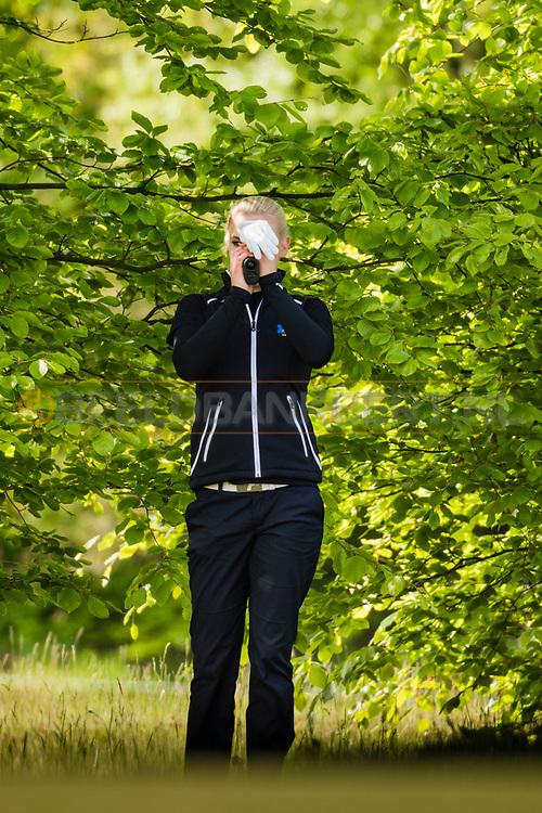 17-05-2015 NGF Competitie 2015, Hoofdklasse Heren - Dames Standaard - Finale, Golfsocieteit De Lage Vuursche, Den Dolder, Nederland. 17 mei. Dames Noordwijkse: Sophie van Wijngaarden tijdens de foursomes.