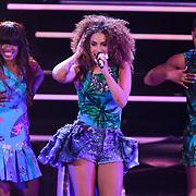 NLD/Hilversum/20111209- The Voice of Holland 2011, 2de live uitzending, Sharon Doorson
