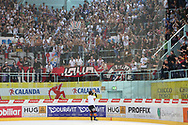 Rapperswils Niklas Persson und Fans jubeln nach dem Playout Spiel der National League A zwischen den Rapperswil-Jona Lakers und dem EHC Biel, am Samstag, 05. April 2014, in der Diners Club Arena Rapperswil-Jona. (Thomas Oswald)