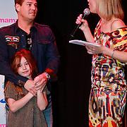 NLD/Amsterdam/20110413 - Mama of the Year award 2011, papa of the Year Martijn Krabbe en dochter