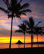 Sunrise, Chinaman's Hat, Kualoa Beach, Kaneohe Bay, Oahu, Hawaii, USA<br />