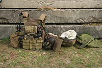 """03 APR 2012, LEHNIN/GERMANY:<br /> Schutzweste, Helm und Funkgeraet nach einer Uebung, Kampfschwimmer der Bundeswehr trainieren """"an Land"""" infanteristische Kampf, hier Haeuserkampf- und Geiselbefreiungsszenarien auf einem Truppenuebungsplatz<br /> IMAGE: 20120403-01-163<br /> KEYWORDS: Marine, Bundesmarine, Soldat, Soldaten, Armee, Streitkraefte, Spezialkraefte, Spezialkräfte, Kommandoeinsatz, Übung, Uebung, Training, Spezialisierten Einsatzkraeften Marine, Waffentaucher"""