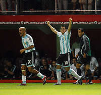 Fotball<br /> Copa America<br /> 08.07.2007<br /> Argentina v Peru<br /> Foto: imago/Digitalsport<br /> NORWAY ONLY<br /> <br /> Juan Sebastian Veron (li.) und Juan Roman Riquelme (beide Argentinien) - Torjubel