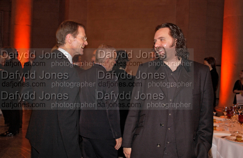 Keith Tyson and Sir Nicholas Serota, 2004 Turner prize. Tate Britain. 7 December 2004. ONE TIME USE ONLY - DO NOT ARCHIVE  © Copyright Photograph by Dafydd Jones 66 Stockwell Park Rd. London SW9 0DA Tel 020 7733 0108 www.dafjones.com