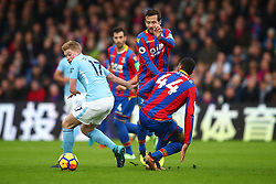 31 December 2017 -  Premier League - Crystal Palace v Manchester City - Kevin De Bruyne of Manchester City in action with Jairo Riedewald and Yohan Cabaye of Crystal Palace - Photo: Marc Atkins/Offside