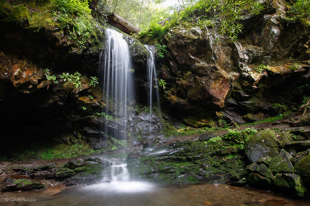 Grotto falls. Great Smoky Mountain National Park in Tennessee, USA.
