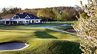 Halfweg / AMSTERDAM  - Amsterdamse Golf Club AGC. groenhole hole 9 met clubhuis. .    COPYRIGHT KOEN SUYK