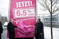 09 FEB 2012, BERLIN/GERMANY:<br /> Frank Stoehr (L), Vorsitzender Tarifunion, und Peter Heesen (R), Vorsitzender dbb, enthuellen eine Aufschrift mit der Forderung des dbb an einem Truck, nach einer Pressekonferenz des Deutschen Beamtenbundes, dbb, der Dienstleistungsgewerkschaft ver.di, die Gewrkschaft Erziehung und Wissenschaft, GEW, und die Deutsche Polzeigewerkschaft, DPolG, zur Entgeld- und Besoldungsrunde 2012 im Oeffentlichen Dienst, Haus der Bundespressekonferenz<br /> IMAGE: 20120209-01-068