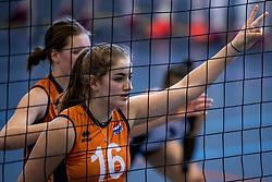30-03-2018 NED: Nederland - Wit Rusland, Arnhem<br /> De Nederlandse volleybal meisjes jeugd spelen hun eerste oefeninterland op Papendal in Arnhem tegen Wit Rusland en wonnen met 3-0 / Jolijn de Haan #16