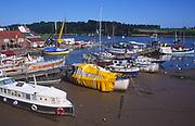 AREJG7 Boats, houseboats moored on River Deben, Woodbridge, Suffolk, England