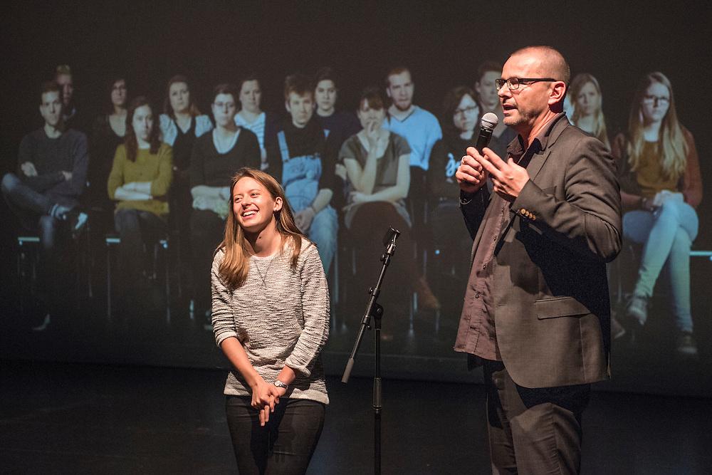 Verleihung Essaypreis 2016. Duo Seraroma. Alex Sury im interview mit der U21-Gewinnerin Selina Adam. © Adrian Moser