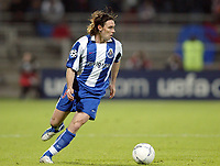 Fotball<br /> Kvartfinale Champions League<br /> Lyon v Porto<br /> 7. april 2004<br /> Foto: Digitalsport<br /> Norway Only<br /> <br /> MANICHE (POR)  *** Local Caption *** 40001110