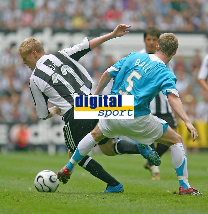 Photo: Andrew Unwin.<br />Newcastle United v PSV Eindhoven. Pre Season Friendly. 29/07/2006.<br />Newcastle's Damien Duff (L) looks to turn PSV's Michael Ball.