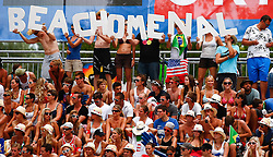 07.08.2011, Klagenfurt, Strandbad, AUT, Beachvolleyball World Tour Grand Slam 2011, im Bild Fans, EXPA Pictures © 2011, PhotoCredit: EXPA/ Erwin Scheriau