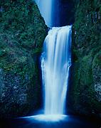Multnomah Falls, Columbia River Gorge NationalScenic Area, Mount Hood National Forest, Oregon.
