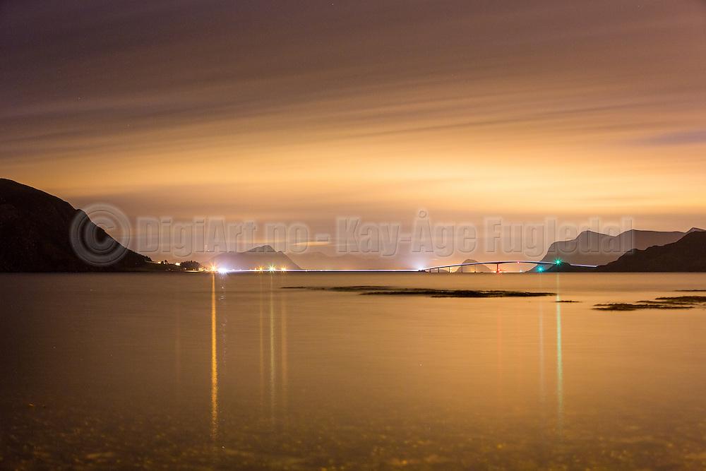 Runde bridge by night with Rundesundet and runde harbour | Runde bru i natten, med Rundesundet og Runde havn.