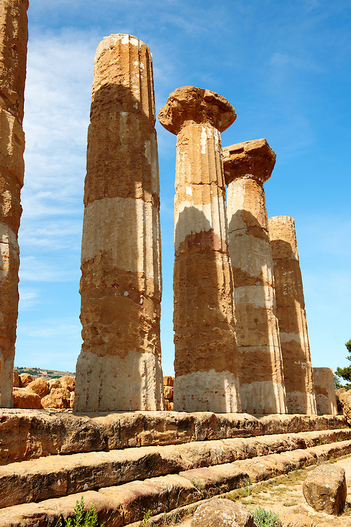 Ancient Greek Doric Temple of Hercules, Valley of the Temples Agrigento, sicily. Temple of Heracles, who was one of the most venerated deities in the ancient Akragas. It is the most ancient in the Valley: destroyed by an earthquake, it consists today of only eight columns. .<br /> <br /> Visit our CLASSICAL WORLD HISTORIC SITES PHOTO COLLECTIONS for more photos to buy as buy as wall art prints https://funkystock.photoshelter.com/gallery-collection/Classical-Era-Historic-Sites-Archaeological-Sites-Pictures-Images/C0000g4bSGiDL9rw<br /> If you prefer to buy from our ALAMY PHOTO LIBRARY  Collection visit : https://www.alamy.com/portfolio/paul-williams-funkystock/greektemplesagrigento.html