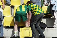 Fotball<br /> Nederland<br /> Foto: ProShots/Digitalsport<br /> NORWAY ONLY<br /> <br /> ADO Den Haag - FC  Groningen, Eredivisie, 21-04-2007, Voetbal, Seizoen 2006 / 2007, Den Haag, Supporters zijn reeds begonnen met de sloop.