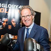 NLD/Den Bosch/20170510 - Persconferentie Glory 41, burgemeester Ton Rombouts met bokshandschoenen