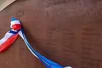 Tykocin, woj. podlaskie, 25.08.2021. W 80. rocznice mordu okolo dwoch tysiecy Zydow z Tykocina odslonieto pamiatkowa tablice z nazwiskami rodzin zydowskich pomordowanych przez Niemcow. Na stalowej tablicy znalazly sie nazwiska ponad 400 rodzin pomordowanych tykocinskich Zydow. Stalowa tablica jest utworzona z 18 warstw, co nawiazuje do 18 pokolen Zydow, ktorzy zyli w Tykocinie przed zaglada. Autorem jest prof Jaroslaw Perszko N/z pamiatkowa tabliac z nazwiskami  fot Michal Kosc / AGENCJA WSCHOD