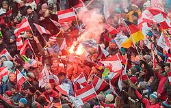 03.01.2016, Bergisel Schanze, Innsbruck, AUT, FIS Weltcup Ski Sprung, Vierschanzentournee, Bewerb, im Bild Fans mit bengalischen Feuer // Fans react during Competition Jump of Four Hills Tournament of FIS Ski Jumping World Cup at the Bergisel Schanze, Innsbruck, Austria on 2016/01/03. EXPA Pictures © 2016, PhotoCredit: EXPA/ JFK