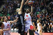 DESCRIZIONE : Paladesio Eurolega 2013-14 EA7 Emporio Armani Milano-Brose Baskets Bamberg<br /> GIOCATORE : Langford Keith<br /> SQUADRA :  EA7 Emporio Armani Milano<br /> CATEGORIA : Tiro<br /> EVENTO : Eurolega 2013-2014<br /> GARA :  EA7 Emporio Armani Milano-Brose Baskets Bamberg<br /> DATA : 13/12/2013<br /> SPORT : Pallacanestro<br /> AUTORE : Agenzia Ciamillo-Castoria/I.Mancini<br /> Galleria : Eurolega 2013-2014<br /> Fotonotizia : Milano Eurolega Eurolegue 2013-14  EA7 Emporio Armani Milano Brose Baskets Bamberg<br /> Predefinita :